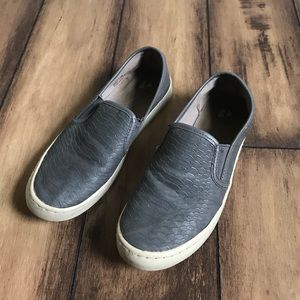 f604f5cc10b57 •5 for  15• BP Sneakers